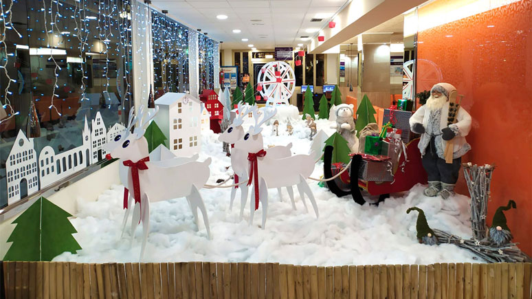 Christmas window dressing competition Hotel Orange